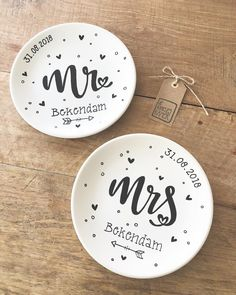 Monogram Coupe, Personalized Pottery, Monogram Wedding Platter with Couple's Names, Ceramic Anniversary Year, Anniversary Gift Sharpie Plates, Gold Sharpie, Ceramic Plates, Personalized Name Plates, Personalized Wedding Gifts, Pottery Painting, Ceramic Painting, Painted Ceramics, China Painting