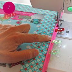 DIY: make a cover for a sewing machine - Accessories Coin Couture, Couture Sewing, Quilt Patterns Free, Free Pattern, Sewing Machine Accessories, Diy Purse, Textiles, New Years Eve Party, Make Your Own