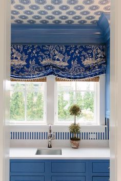 Meg Braff Blue kitchen cabinets are an emerging kitchen design trend and are even better combined with Chinoiserie touches as here. ...