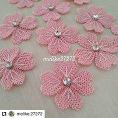Brazilian Embroidery, Bargello, Crochet Flowers, Crochet Necklace, Blanket, Sewing, Jewelry, Instagram, Line Art