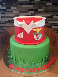 Benfica themed cake! Sports Themed Cakes, Graham, Emoji, Cake Toppers, Birthday Cake, Tutorials, Sweet, Tips, Food