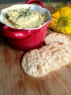 Easy Homemade Lemon Dill Hummus Recipe - Have an elegant and delicious dip ready in less than 5 minutes! #hummus #dip #easy Check this out at http://porkrecipe.org/posts/Easy-Homemade-Lemon-Dill-Hummus-Recipe-Have-28585