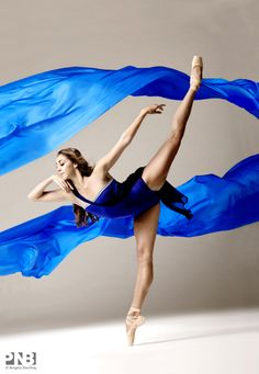Laura Tisserand in Tide Harmonic © Angela Sterling Ballet Art, Ballet Dancers, Ballerinas, Tango, Pacific Northwest Ballet, Ballet School, Ballet Photography, Creative Colour, Dance Photos