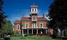 Ryan Mansion, Galena's Largest Historic Mansion Twenty-four room old Italianate mansion features 10 private baths, 12 marble fireplaces and parquet floors.