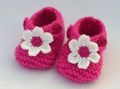 1 pair of newborn raspberry pink baby shoes by MyfanwysMakes