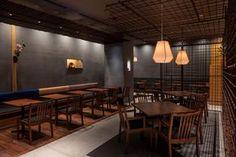 茶寮 つぼ市製茶本舗 浅草店 - PROJECT   infix design inc. Japanese Restaurant Interior, Japanese Interior, Restaurant Interior Design, Restaurant Lighting, Restaurant Bar, Japan Room, Japanese Bar, Cafe Bar, Dining Table