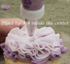 How to pipe an ombre ruffle blossom cupcake (Bobby's Baking Blog).