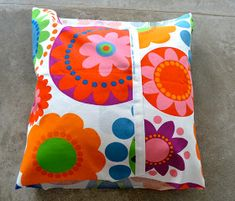 tutorial almohadones en 15 minutos Pillow Design, Pin Cushions, Diy And Crafts, Projects To Try, Textiles, Throw Pillows, Quilts, Sewing, Bed