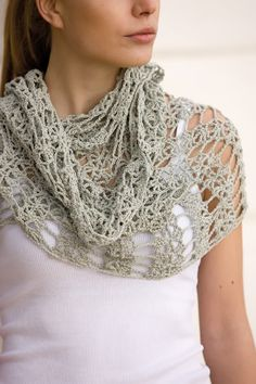 What a beautiful, delicate scarf. Love it! There is only a diagram, no written pattern, but it looks easy enough.