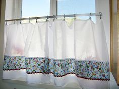 5 Easy Sewing Projects for Beginners …do round the bettom of my bed.... modify something to hand by.
