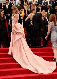 Taylor Swift | 21 Celebs Who Rocked Incredible Oscar de la Renta Gowns