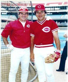 Pete Rose and Johnny Bench Baseball Teams, Nationals Baseball, Baseball Cards, Mlb Players, Softball Players, Johnny Bench, Cincinnati Reds Baseball, Pete Rose, National League