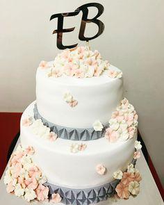 Çok beğenilen nişan pastası modelimiz  bu sefer Emine'ye gitti.. Allah tamamına erdirsin inşallah🙏🏼 @inaneminee  #nişanpastası #çiçeklipasta #flowercakes Eminem, Allah, Pasta, Cake, Desserts, Food, Tailgate Desserts, Deserts, Kuchen