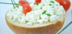 Need Ricotta Cheese? Make It In 30 Minutes - food * jar * recipes Charcuterie Raclette, Benefits Of Cottage Cheese, Raclette Originale, Queijo Cottage, Perder 10 Kg, Bebidas Detox, Cheese Alternatives, Gourmet, Healthy Snacks
