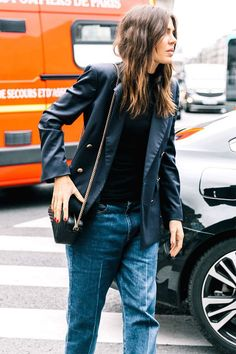 15 Mom-Jean Outfits You Can Wear at the Office