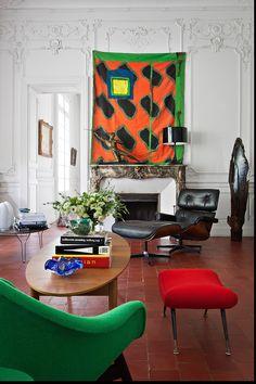 El salón - AD España, © Manolo Yllera contemporary furnishings in a very traditional setting-pretty cool, actually