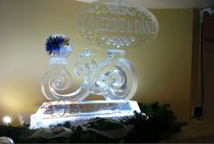 ART BELOW ZERO of CHICAGO is one of the best companies in the US. We love their style! What do you think?   Monogram on Swirl Pedestal Ice Sculpture