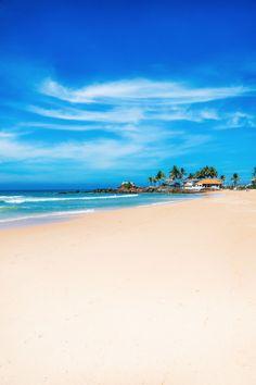 Beautiful Sri Lanka | Blue skies, sandy beaches, happy holidays.