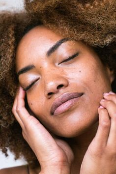 woman lying on brown textile photo – Free Beauty Image on Unsplash Sephora, Serum Anti Age, African Black Soap, Les Rides, Facial Cream, Acne Prone Skin, Skin Care Regimen, Clean Beauty, Glowing Skin