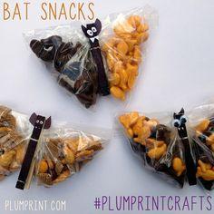 Make some spooky Bat Snacks using wood clothes pins, plastic bags, paper and google eyes! #halloween #batsnacks #plumprintcrafts http://www.plumprint.com/