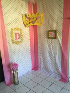 Princess Theme, gold and pink party, crown. 10th Birthday party, girly photo booth, girls party, ten, party decor ideas, lady's creation, diy decor