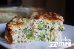 Pastel protéico de brócoli y pollo al horno