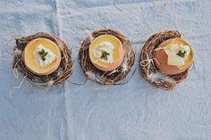Die Zitronencreme ist ein perfektes Dessert für viele Anlässe. Sie lässt sich schon am Vortag vorbereiten, gelingt leicht und ist sehr erfrischend. Perfekt also für das bevorstehende Osterfest. Organic Recipes, Enamel, Dessert, Food, Vitreous Enamel, Deserts, Essen, Enamels, Postres