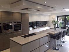 Example of stunning modern kitchen design ideas 5 Luxury Kitchen Design, Kitchen Room Design, Contemporary Kitchen Design, Luxury Kitchens, Home Decor Kitchen, Interior Design Kitchen, Home Kitchens, Kitchen Ideas, Open Plan Kitchen Dining Living