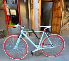 最近レトロだけどカラフルな自転車をよく見ます。とてもかっこいいですね。
