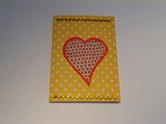 DIY gele bolletjes kaartje versiert: hartje in kruisjessteek en blinky stickertjes
