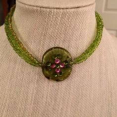 VINTAGE GRREN LUCITE PENDENT CHOKER W/RHINESTONES STUNNING MUTI STRAND CHOKER WITH TINY GREEN BEADS GRREN LUCITE PENDENT WITH GRREN AND PINK RHINESTONES  CLAW CLOSER Vintage Jewelry Necklaces