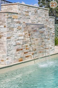 As the weather warms up the rush to be swimming by summer starts! We'd love a dip in this stunning pool by @leisurepoolsnorthbrisbane. Our Laguna pavers are a natural split sandstone with warmth and colour variation, for a resort feel that never leaves. The water feature in Toffee stackstone is easy to lay with caramel colours that blend together beautifully #3dstone