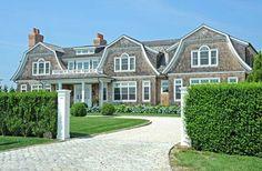 A house in the #Hamptons - Yes please! (look familiar #GossipGirl fans?)