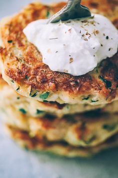 These easy, healthy Gluten-Free Vegan Zucchini Fritters are made with chickpea flour for added nutrition and depth. Packed with the perfect blend of spices, these delightful vegan fritters are beyond DELICIOUS, too! | Gluten Free Zucchini Fritters | Chickpea Flour Fritters | #veganzucchinifritters #glutenfreezucchinifritters Vegan Breakfast Recipes, Vegan Recipes Easy, Free Recipes, Gluten Free Zucchini Fritters, Kefir Recipes, Drink Recipes, Fresh Salsa Recipe, Vegan Banana Bread, Quick Appetizers