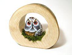 Gufo nel legno, sassi dipinti by Fantasiedipietra
