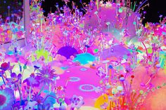 L'artiste australienne Tanya Schultz crée sous le nom de Pip & Pop des installations géantes de sucre et d'autres matériaux aux couleurs acides qui devient des paysages-bonbons fantastiques pleins de détails sortis tout droit d'un rêve étrange.