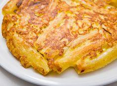 Frittata di pasta, patate e provola. Frittata, Gnocchi, Lasagna, Pasta, French Toast, Bacon, Cooking, Breakfast, Ethnic Recipes