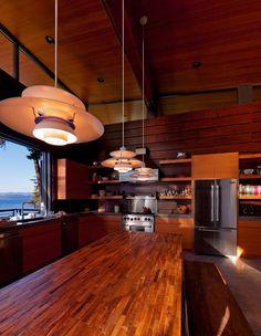 Puristische Holzhaus Architektur am Coeur d'Alene Lake in Idaho