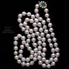 Collana di perle Akoya semi-barocca vintage in un naturale color pesca pallido con riflessi argento. Perle sono 9mm e ben abbinano in dimensione e colore. Fermaglio in argento con perle e pietra crisoprasio. 36 pollici.  Mã sản phẩm: j-fn-nl114