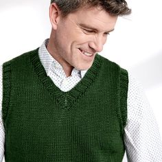 classic v-neck vest for men free knitting pattern Cable Knitting Patterns, Christmas Knitting Patterns, Knit Patterns, Free Knitting, Crochet Pattern, Sweater Patterns, Knitting Ideas, Knitting Projects, Mens Vest Pattern