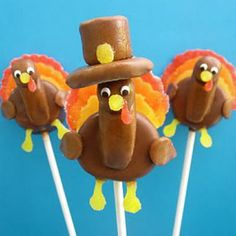 Marshmallow Turkey Pops {Thanksgiving Edible Crafts} #thanksgiving #food #foods #pie #pies #cake #cakes #holiday #holidays #dinner #snacks #dessert #desserts #turkey #turkeys #comfortfood #yum #diy #party #great #partyideas #family #familytime #gmichaelsalon #indianapolis #fun #cake_pops #unique #recipes #edible www.gmichaelsalon.com