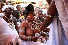 Voodoo African Spritual Religious Systems Also see Islam , Christianity and Religions in the Africa and the Diaspora . African Tribal Girls, Tribal Women, African Women, African Art, Black Love Art, Beautiful Black Women, African Voodoo, Africa Tribes, Voodoo Priestess
