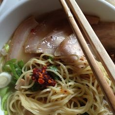 Tonkotsu Ramen Recipe - Stomach is growling for this one! I definitely have to make this :)