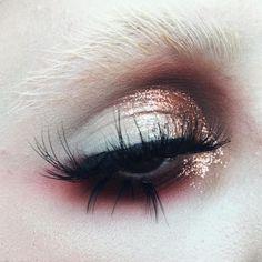 @morphebrushes 35OM Palette @litcosmetics Oprah glitter + Addicted Liquid Metal + Glitter Base @suvabeauty Tiki-Torch Shadow