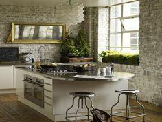 Küchengestaltung wand  regale mit fotos an der wand aus stein - moderne küchengestaltung ...