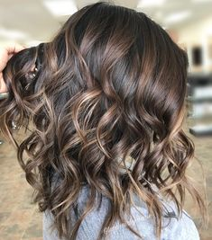 Fallayage: Das verbirgt sich hinter dem Haarfarben-Trend