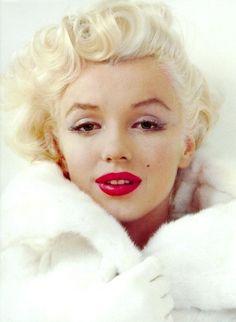 Marilyn Red lips