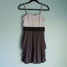 Sweetheart neckline dress with a black band at the waist and a slight bubble style skirt. Darted bust. Top part is lined w...