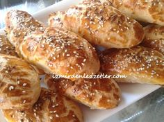 süt kreması ile poğaça tarifi Turkish Recipes, Perfect Food, Pretzel Bites, Hot Dog Buns, French Toast, Food And Drink, Bread, Chicken, Breakfast