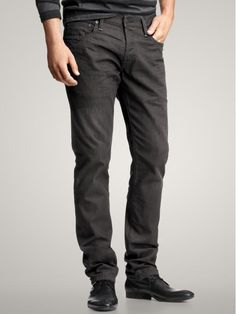 i need new black jeans. gap has the worst photos ever for their mens stuff always.
